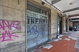 Vendetta ultra in via Fereggiano molotov contro club del Genoa