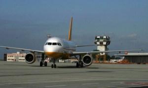 Fulmine sull'aereo in atterraggio Gomma bucata al volo seguente