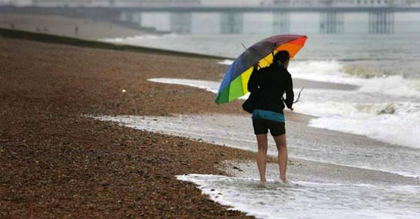 pioggia maltempo spiaggia mare