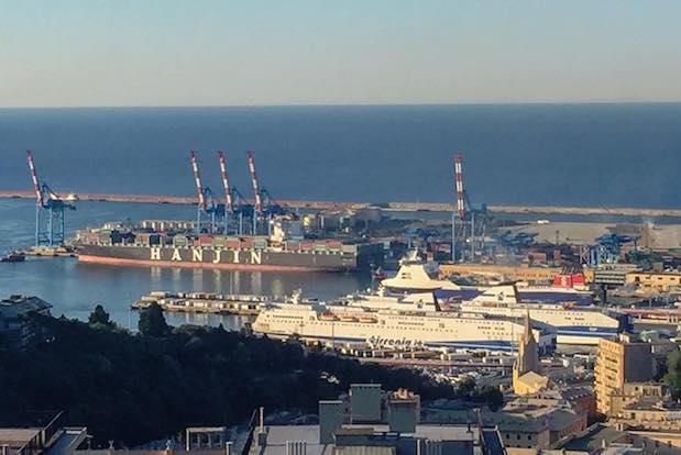 navi in porto