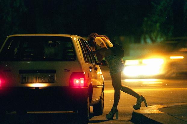 Cliente fa cilecca e minaccia prostituta per non pagare. Denunciato dai carabinieri
