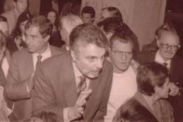 Il Questore Marcello Carnimeo, e dietro, a sinistra nella foto, l'allora vice questore Salvatore Presenti, che fu, dopo, questore a sua volta