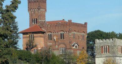 Il Brocante di Castello Parodi fra mobili vintage e auto d'antan della Cri