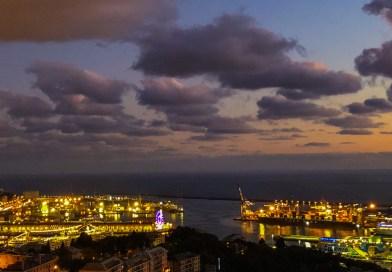 Porto commerciale e Porto Antico, battaglia di luci all'imbrunire