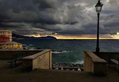 Il tramonto spettacolare di stasera viene da Boccadasse ed è della nostra lettrice Serena Delfino