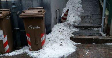 """Nervi si sveglia sotto una fitta grandinata. Arpal: """"In Val d'Aveto anche nevicate"""""""