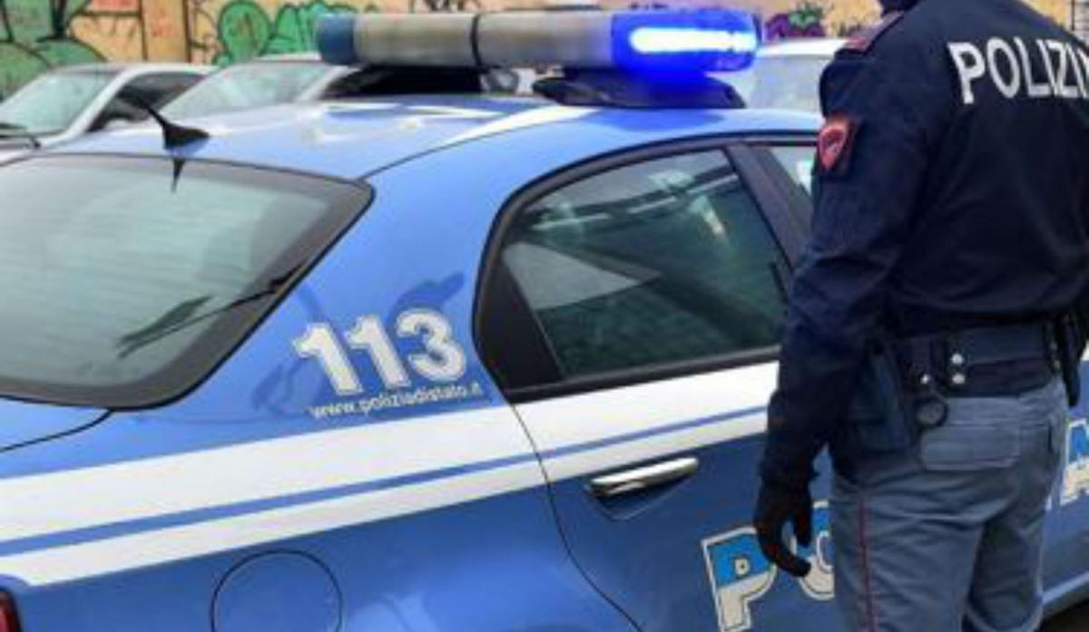 Sequestrano e violentano quarantenne, 4 uomini arrestati dalla polizia
