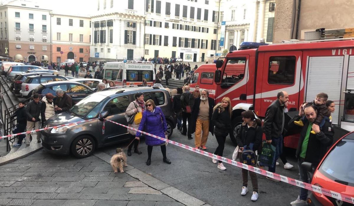 Fumo, evacuata la stazione metro di De Ferrari
