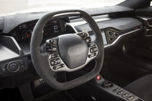 【DEBUT】生産期間が延長された「フォードGT」にカーボン シリーズを限定追加! - Steering wheel features unique silver stitching