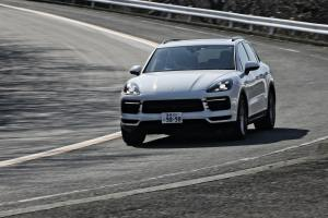 - SUV_BATTLE_Porsche_Cayennex_vs_Mercedes-Benz_GLE_vs_bmw_x5_0094-min