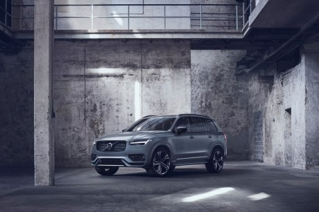 - XC90 Recharge Plug-In Hybrid R-Design, in Thunder Grey