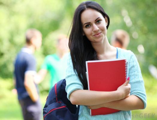 Genti.CLUB iti ofera cateva sfaturi pentru a alege genti de scoala care sa te reprezinte cu stil