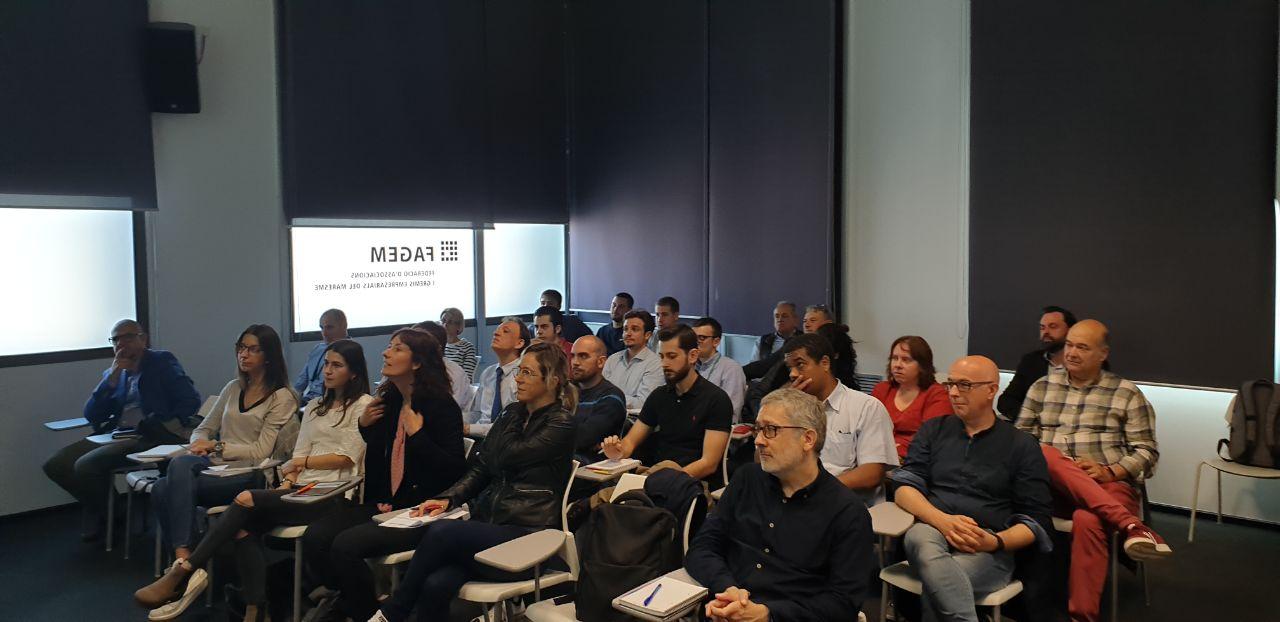 """CRÒNICA: Més de 25 persones assisteixen a la conferència """"Les claus de l'èxit empresarial i professional a l'era digital"""""""