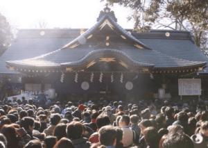 初詣東京おすすめ神社人気ランキング第位の大國魂神社の初詣の様子