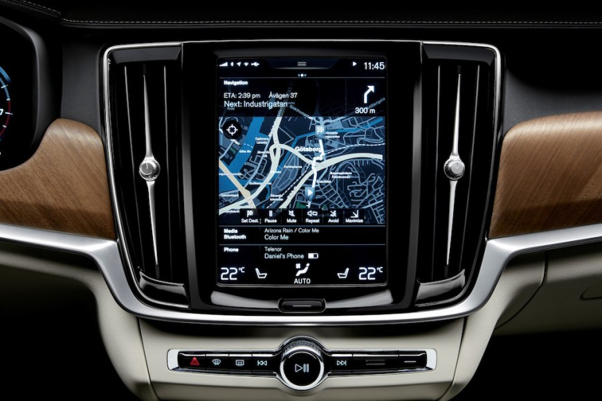 Interior centre display and air blades Volvo S90/V90