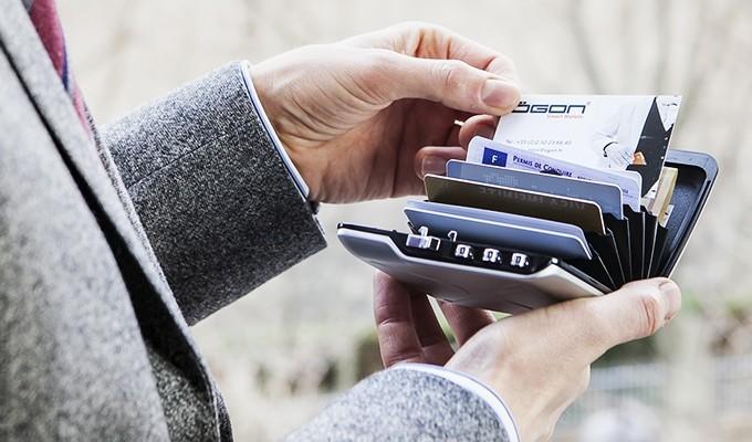 MINI SAFE NOVČANIK Zaštitite sadržaj novčanika kodom za otvaranje, RFID zaštitom i sustavom za praćenje