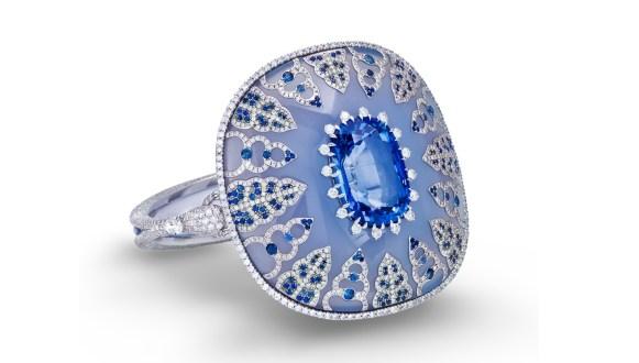 boghossian-celyon-cushion-shaped-sapphire-inlaid-into-chalcedony-bangle