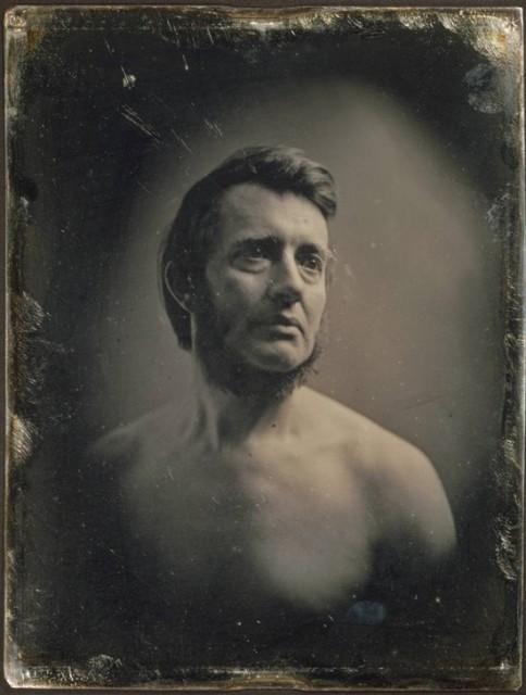 Albert Sands Southworth (1811–1894) koji je vodio Southworth & Hawes studio dagerotipije s Josiahom Johnsonom Hawesom od 1843 do 1863. Ovdje je fotografiran 1848. godine.