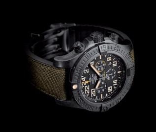 breitling-avenger-hurricane-military-3
