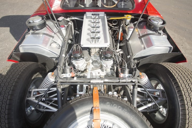 The 320 hp engine of the Ferrari 250 LM
