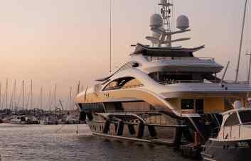 Gentleman yacht