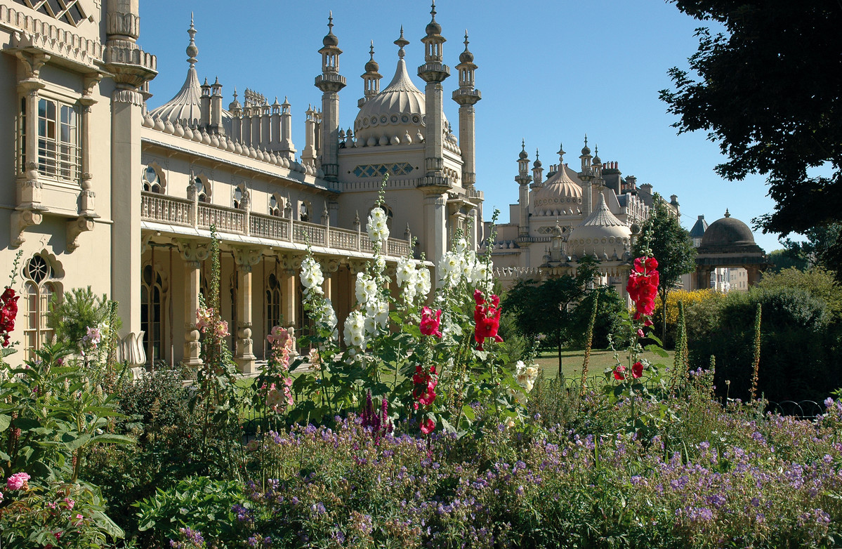 BRIGHTON BUZZ Paint and Draw in The Royal Pavillion Gardens
