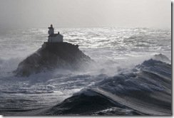 Tevennec lighthouse waves