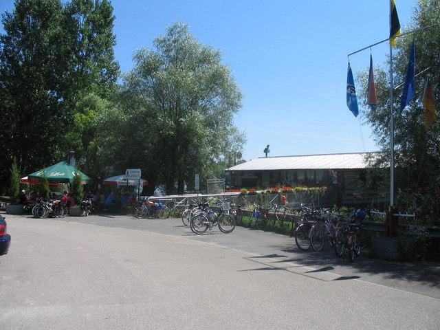 Beim Schiffsrestaurant Lautermuschel bei Neuburg am
