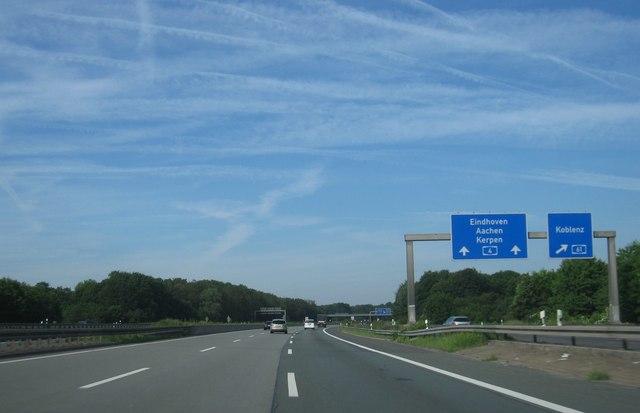 A4 bei Kreuz 9 Kerpen MGRS 32ULB3740  Geograph