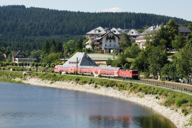 Zug am Bahnhof Schluchsee MGRS 32TMT3896  Geograph
