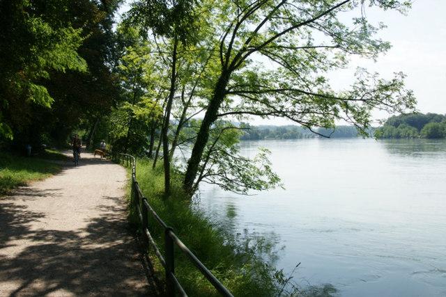 Der Rhein bei Waldshut MGRS 32TMT4174  Geograph