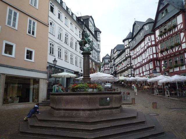 Brunnen am Marktplatz in Marburg MGRS 32UMB8328