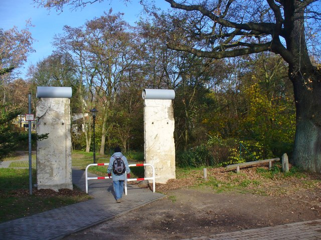 Hermsdorf  Mauerdenkmal am Entenschnabel Berlin Wall