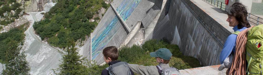 Blick auf die Staumauer