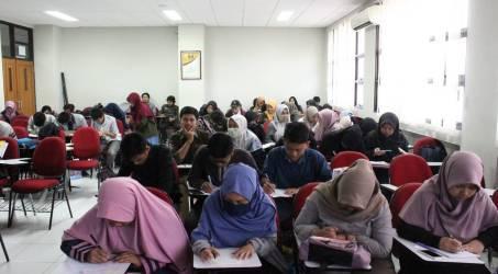'Mencetak' Penulis Geografi, HMG Undang Kartini F Astuti