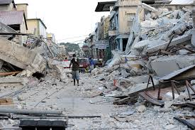 Une rue d'Haïti dévastée par le séisme