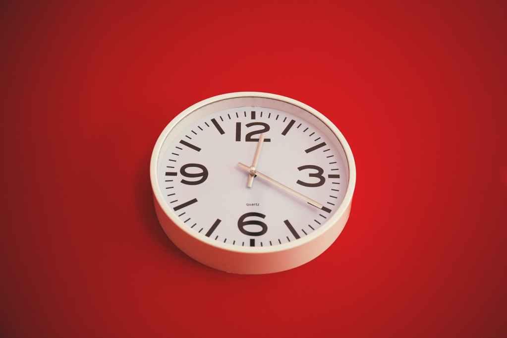 clock quartz time midday