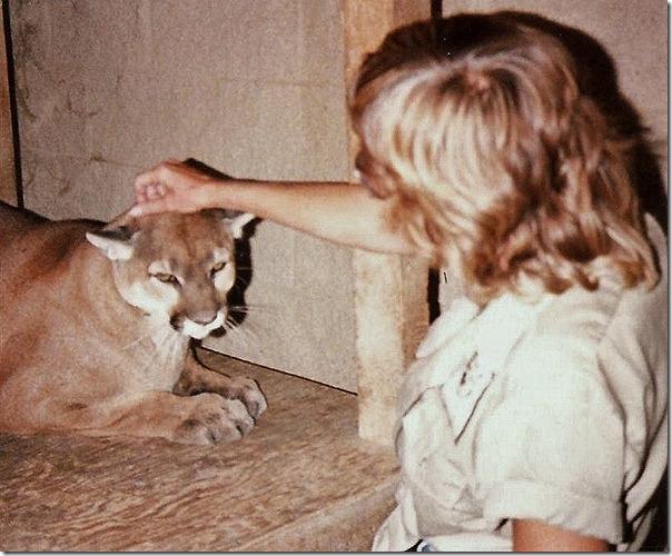 08 Gaelyn & Sierra the Cougar  CaliforniaLivingMuseum Bakersfield CA (800x662)