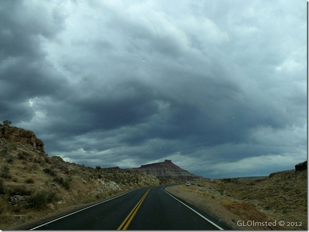 03er Rain clouds over Zion from SR59 E UT (1024x768)