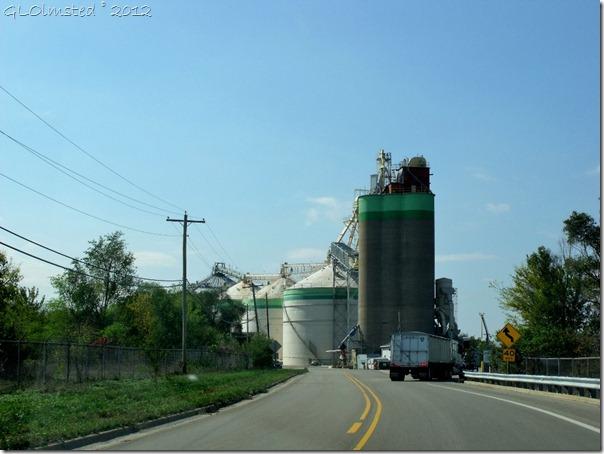07 Grain silos along SR6 near Utica IL (1024x768)