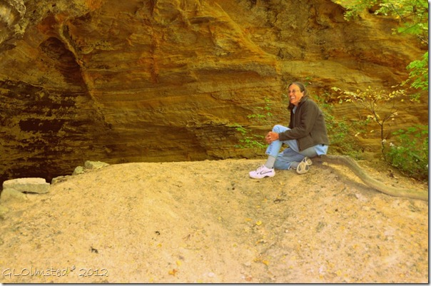 09 Gaelyn at Council overhang from Kaskaskia & Ottawa Canyons trail Starve Rock State Park IL (1024x678)