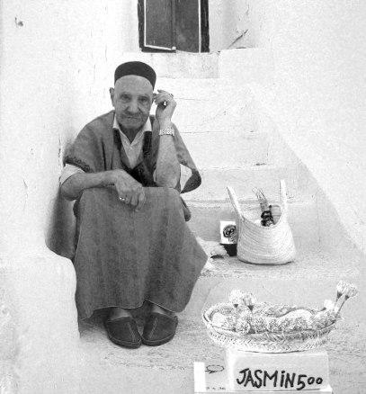 Venditore di gelsomini. Tunisi 2008