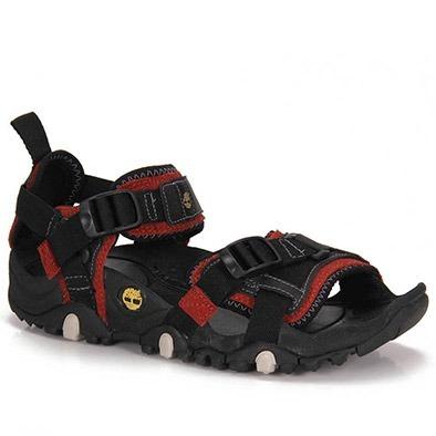 Exemplo de tipo de sandália que prende no tornozelo para utilizar para atravessar os rios.