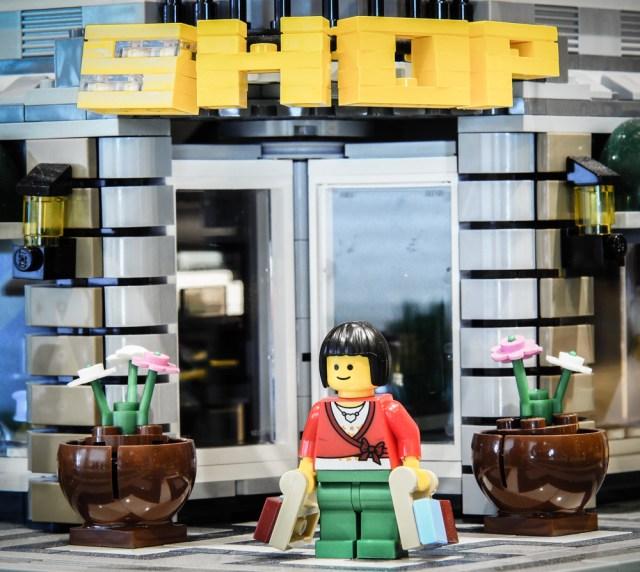 Lego-minifig-shopper