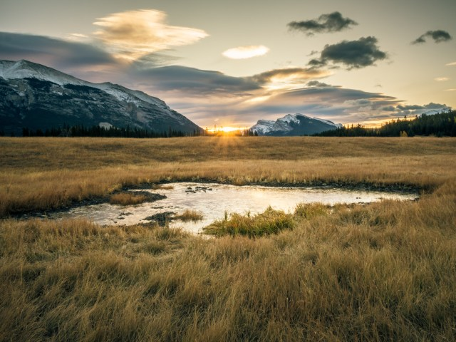 sunrise-frozen-pond