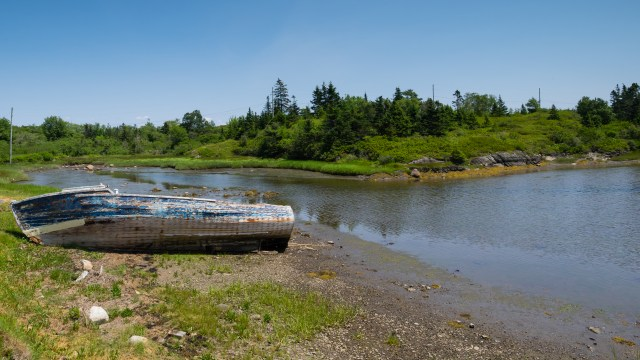 wrecked-boat-on-shore