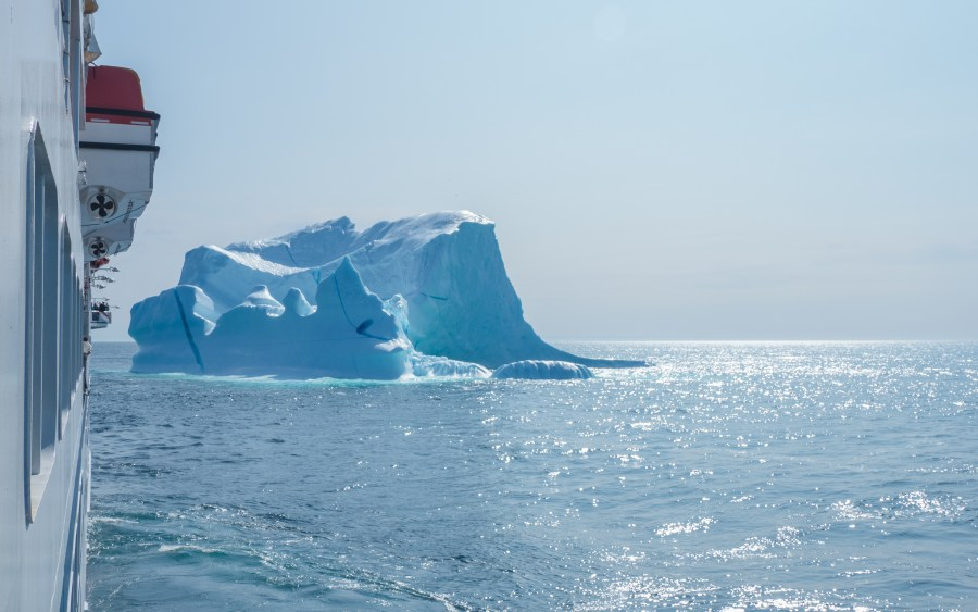 ship-beside-iceberg