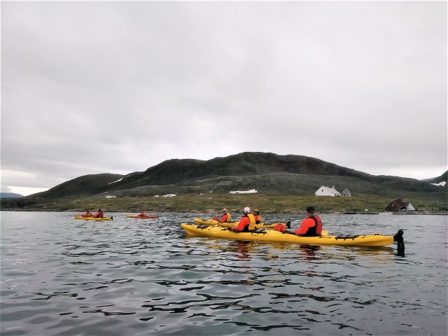 kayakers-at-hebron