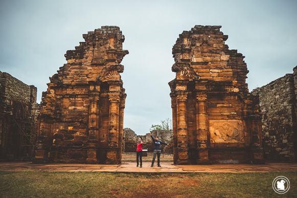 L'entrée principale des ruines jésuites de San Ignacio, Argentine