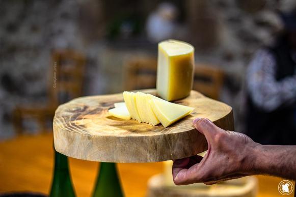 Dégustation de fromage de brebis fermier au gîte Ondarre - blogtrip Nekatur
